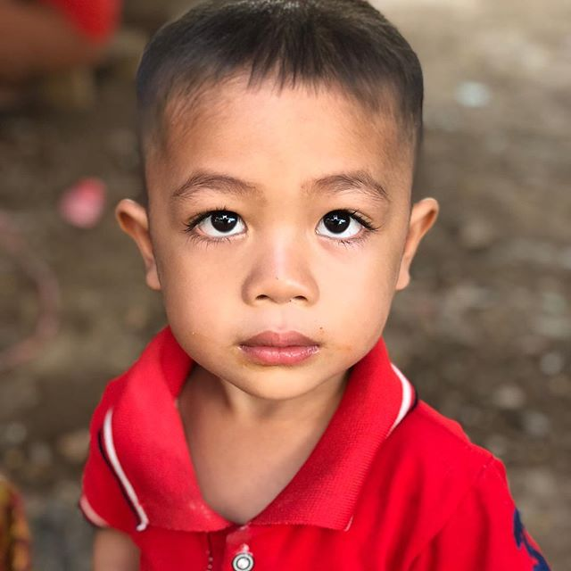 This adorable little boy has the most beautiful eyes with long curly lashes.  He and his family and 1050 families are living at camps in Sanamxay district, Attapeu province after a dam broke and flooded 11 villages and six of those villages don't have homes to return to. Jai Lao exists to help serve the needs of our brothers and sisters in Laos such as in this case.  #jailaofoundation #laos #attapeu #damflood #charity #refugees #village #serve #help #children #beautiful #hope