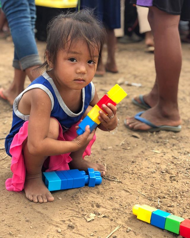Children is the building blocks of life.  #jailaofoundation #floodreliefmission2018 #laos #attapeu #camp #buildingblocks #play #children
