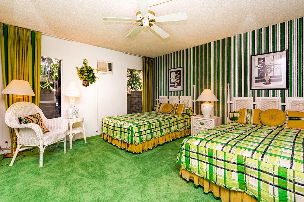 retro-green-and-gold-bedroom.jpg