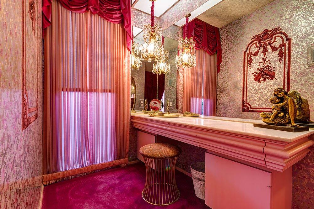 70s-glam-dressing-room.jpg
