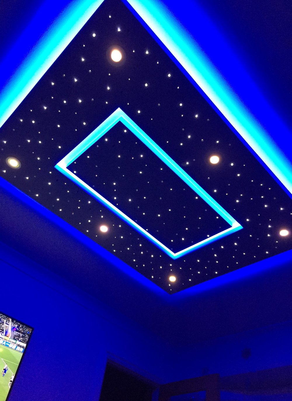 Star ceiling in living room, edge lighting set to blue