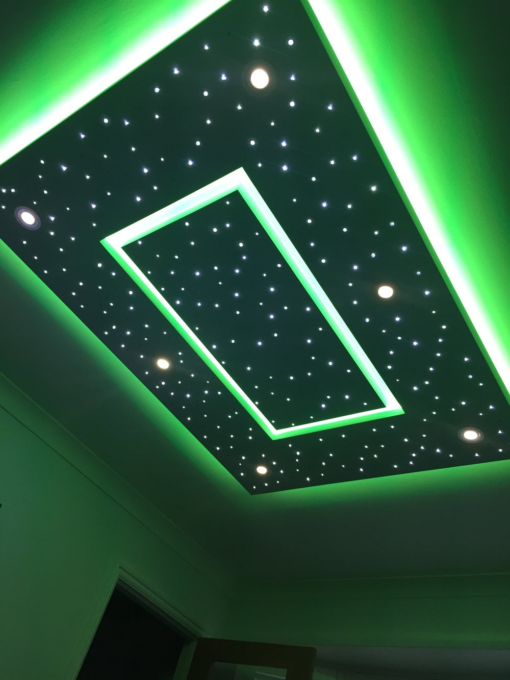 Star ceiling in Living room, edge lighting set to green