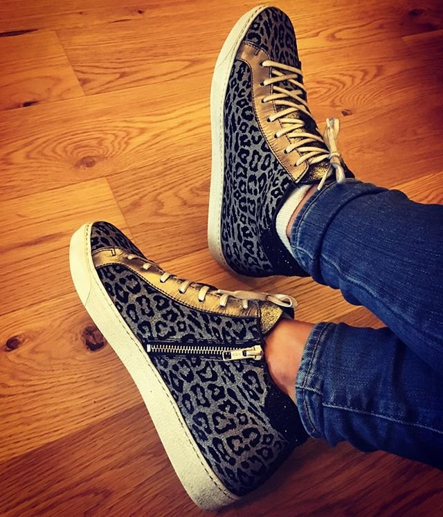 They're here! Love these stunners. Especially how the pewter trim changes colour in different lights. The leather is nice and supple too so you don't feel strapped in at the ankle. Definitely going to need to black stars.... #airandgrace #alto #leopardprintshoes #shoelove