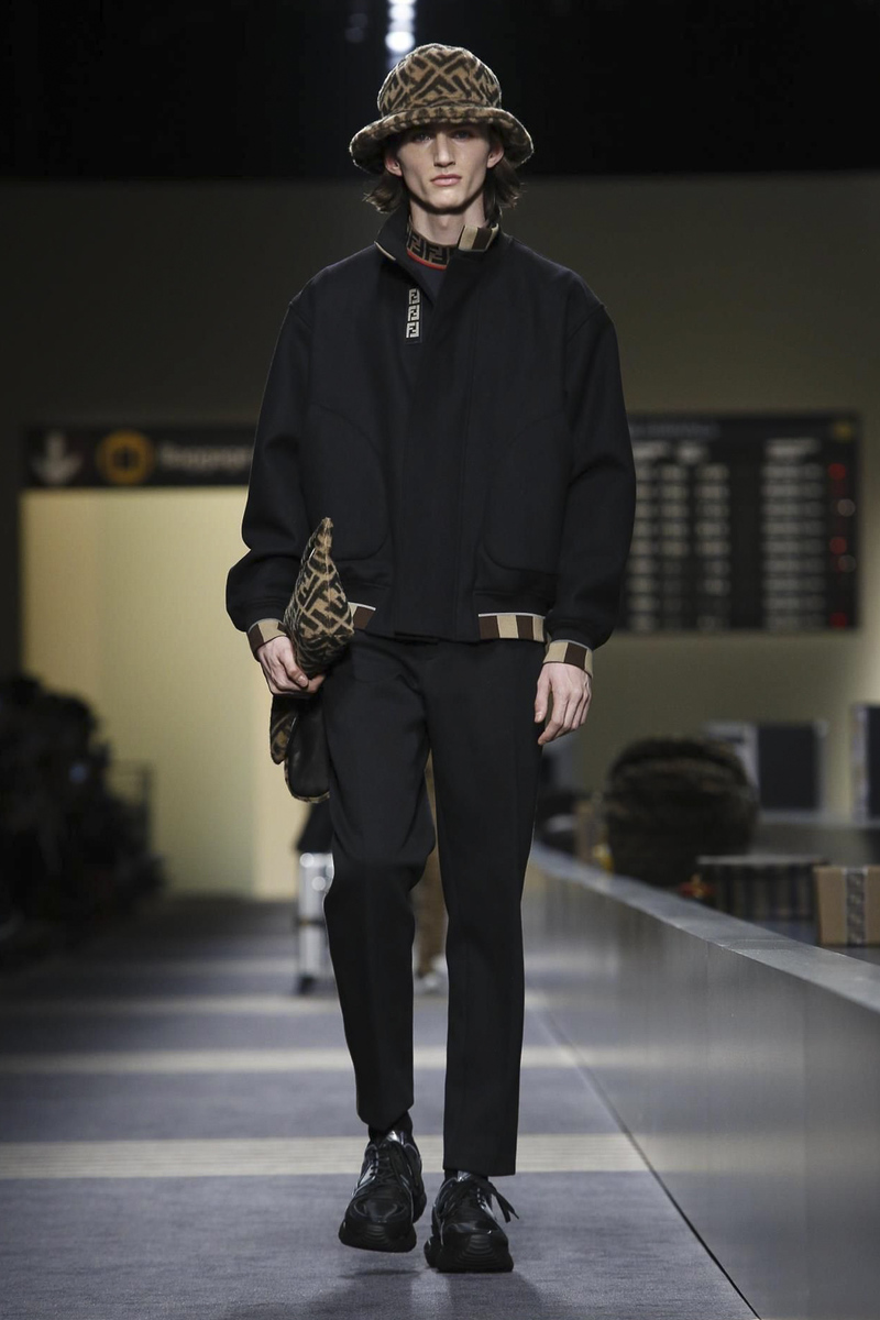 https://nowfashion.com/fendi-menswear-fall-winter-2018-milan-23608?photo=1116412
