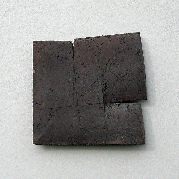 OUT OF SQUARE # 2, 2014, oxides and dry glazes on stoneware, 37,3x38,2x2,5cm, LEGRAND Jean-Claude, courtesy WCC-BF Gallery, photo J.C.Legrand