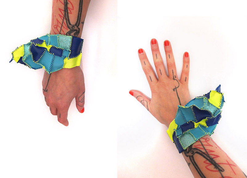 VAN BIESEN Dorothee, bracelet jaune strass bleu, 2014, courtesy WCC-BF Gallery, Photo D. Van Biesen