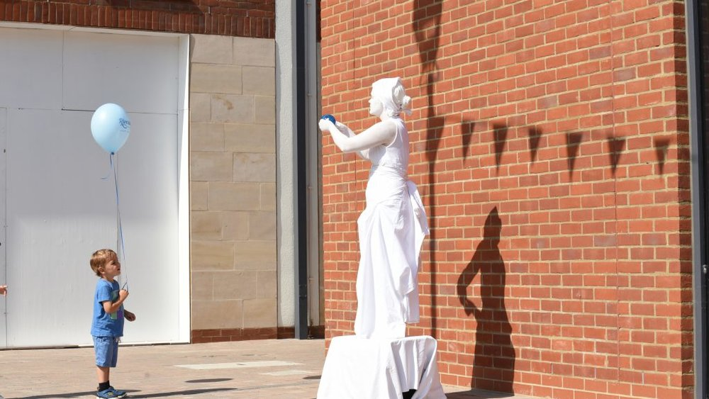 living-statue-b2-1024x577.jpg
