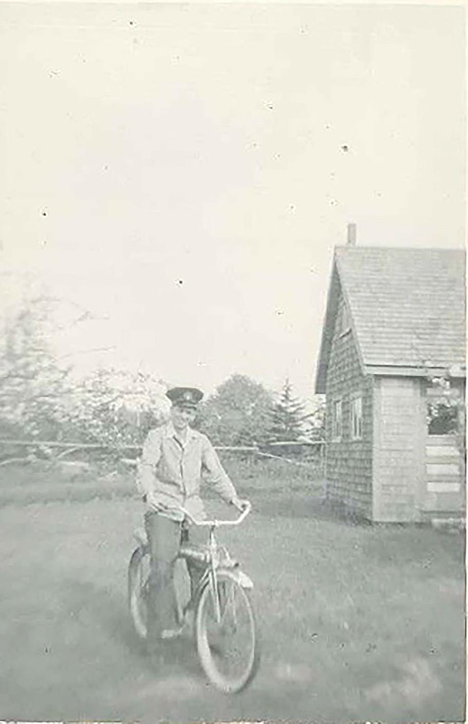 Bun on Freda's bike