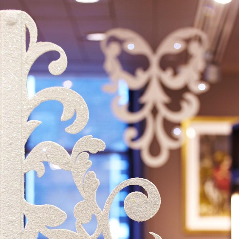 Glitter paisley display unit