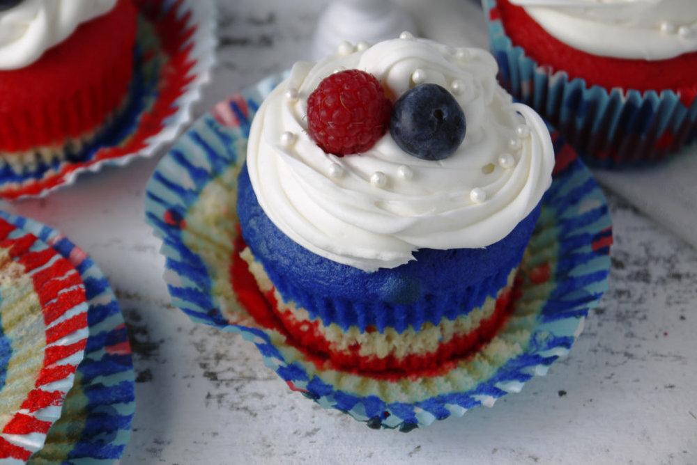 redwhiteandblue-cupcakes-6-1024x684.jpg