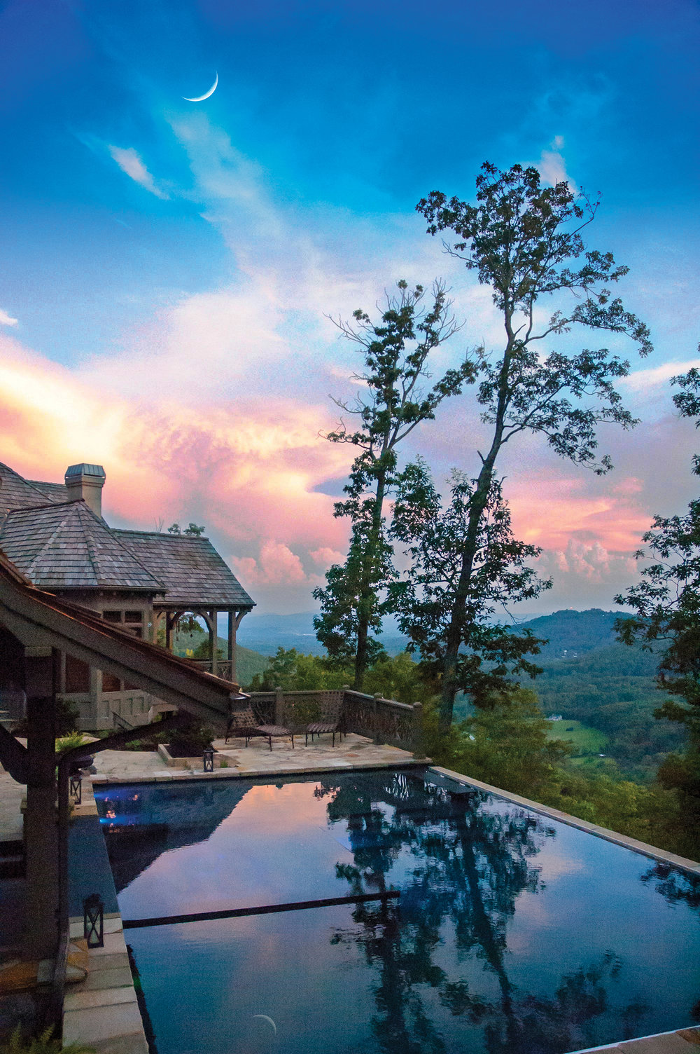Sunset and moonrise from the Cloud Pool are simply amazing with mountain views south and west... unmatched by any other location.