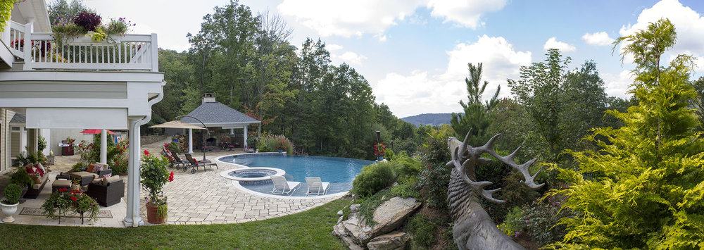A panoramic view of the outdoor area allows you to see how the 60-mile panoramic views dictated the pool's design.