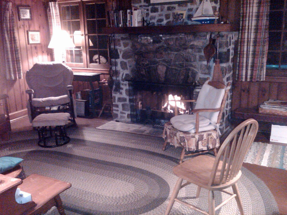 CottageRentalOntario6Fireplace2.jpg
