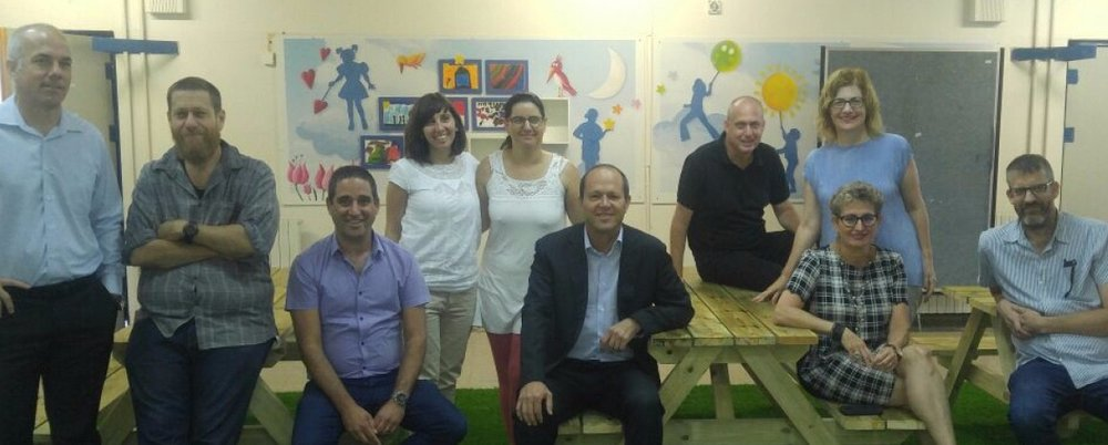 Jerusalem Mayor Nir Barkat (center)joined by the IASA Middle School's inaugural faculty.