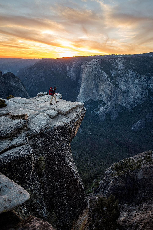 austin-trigg-yosemite-national-park-hiking-Taft-point-california-sunset-el-capitan-valley-cliff-adventure.jpg