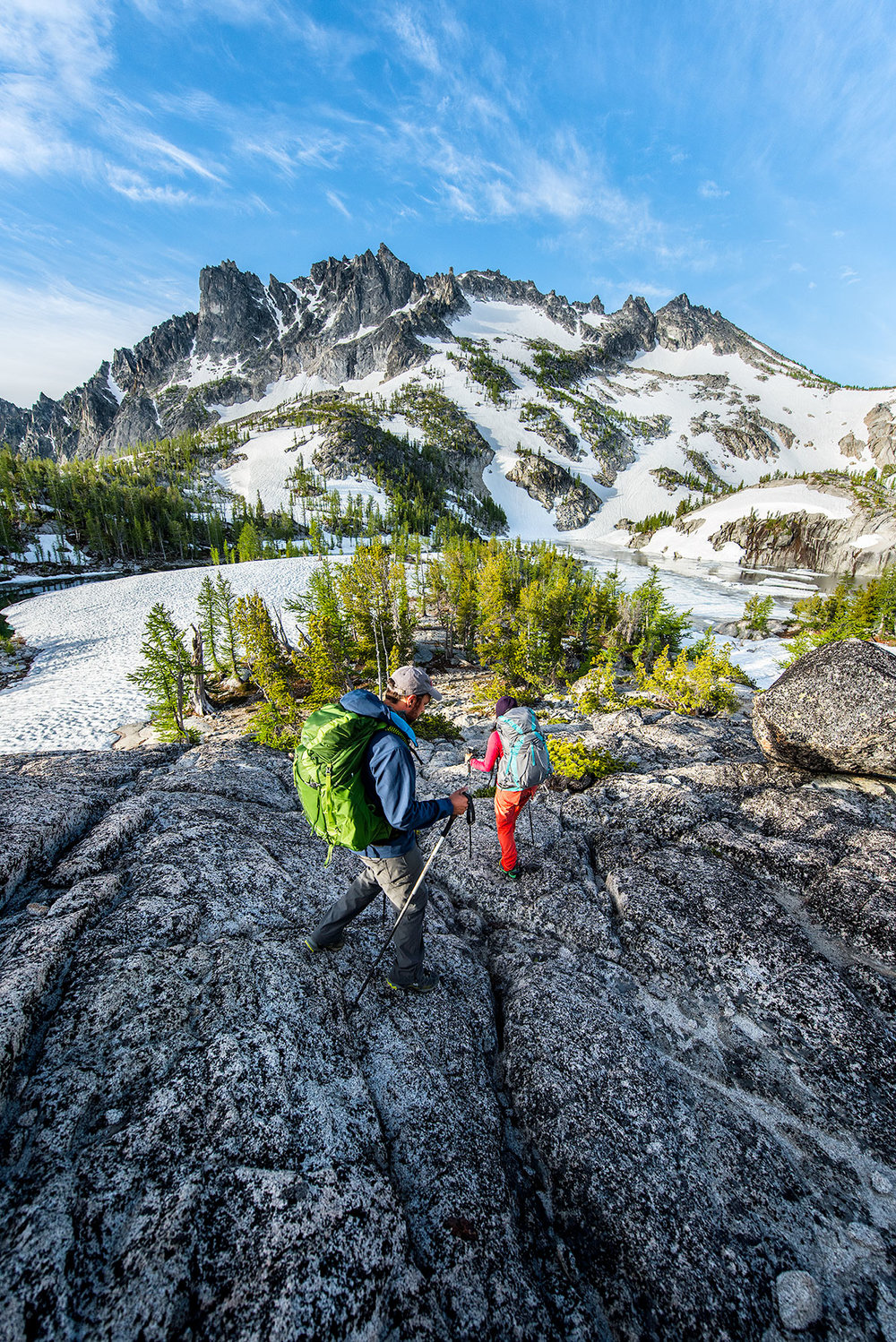 austin-trigg-osprey-hiking-backpacks-hike-camp-washington-adventure-morning-sunrise-lifestyle-outdoor-couple-.jpg