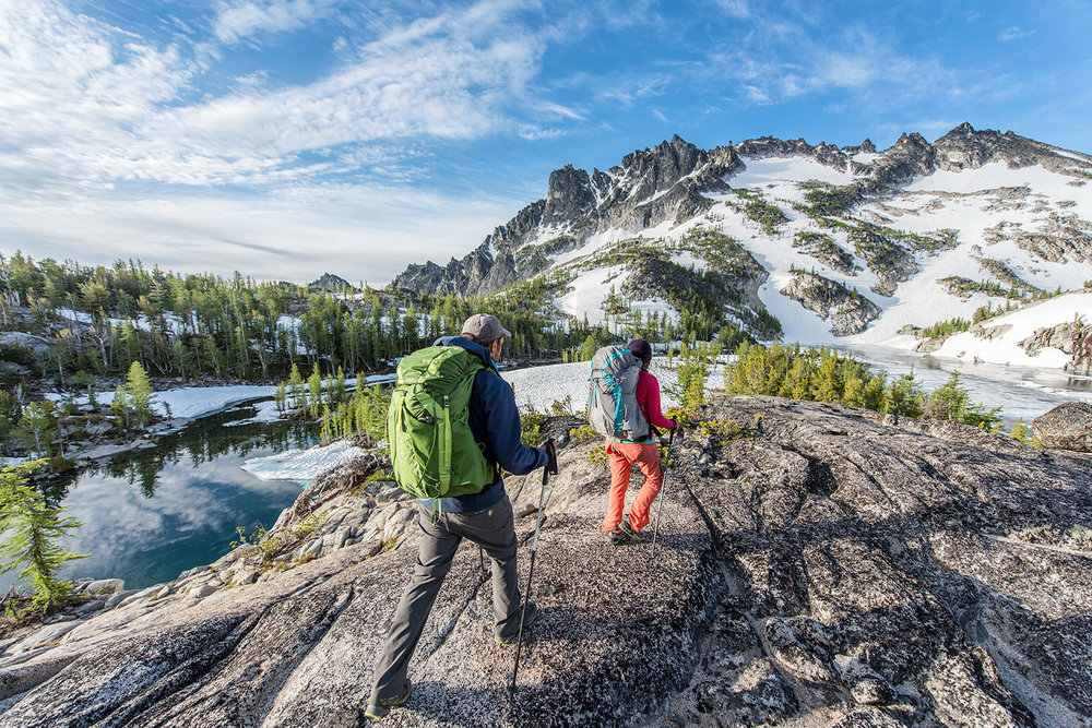 austin-trigg-osprey-hiking-backpacks-hike-camp-washington-adventure-morning-sunrise-lifestyle-outdoor-enchantments-cascades-mountains-lake.jpg