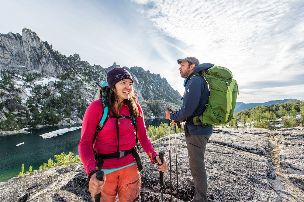 austin-trigg-osprey-hiking-backpacks-hike-camp-washington-adventure-morning-sunrise-lifestyle-outdoor-enchantments-lake-wilderness-laughing-couple.jpg