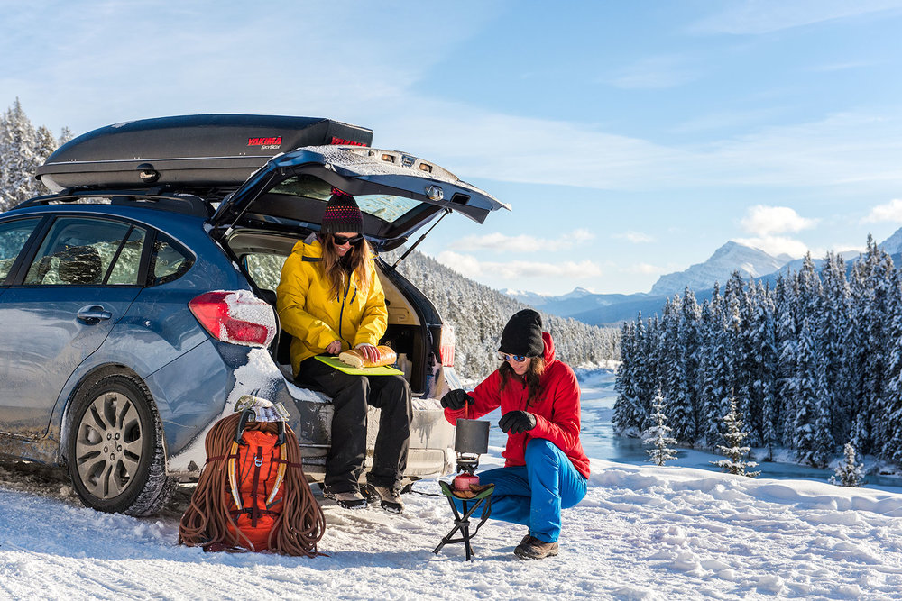 austin-trigg-patagonia-banff-alberta-winter-roadside-fondue-moutnains-mornants-curve-adventure.jpg