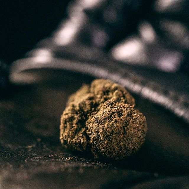 Hold a piece of the heavens in the palm of your hand. . . . . #meteorite #spaceporn #weedporn #weedlife #moonrocks