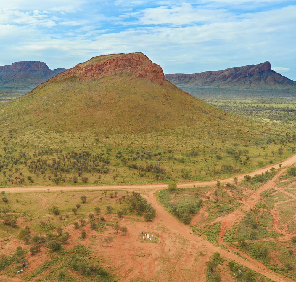 Memory Mountain or Round Hill Mountain which in local language is Kurrkalnga Puli is at the intersection of the Glen Helen-Papunya Road and the road to the Ikuntji community. It's just over 230Km west of Alice Springs.
