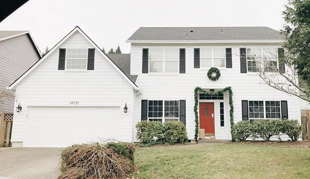 The exterior is finished and a new blog post is up! #linkinbio #remodel #remodeling #colonial #pdx #portland #blog #blogger #truewhite #whitehouse #blackshutters #reddoor #christmasdecor #exterior #exteriordesign