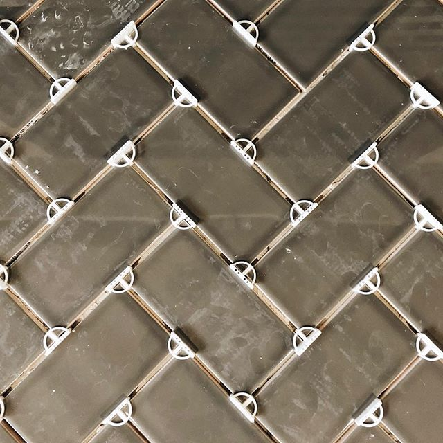 A little teaser of this weekends project. Turns out I actually LOVE to tile. 🤷‍♀️ #blog #blogger #modernfarmhouse #pdx #remodel #remodeling #projectsandpuns #herringbone #herringbonetile #fireplace #tile