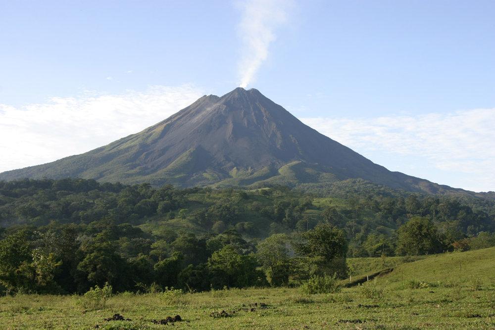 Arenal Volcano. Taken by  Shmuel Spiegelman .
