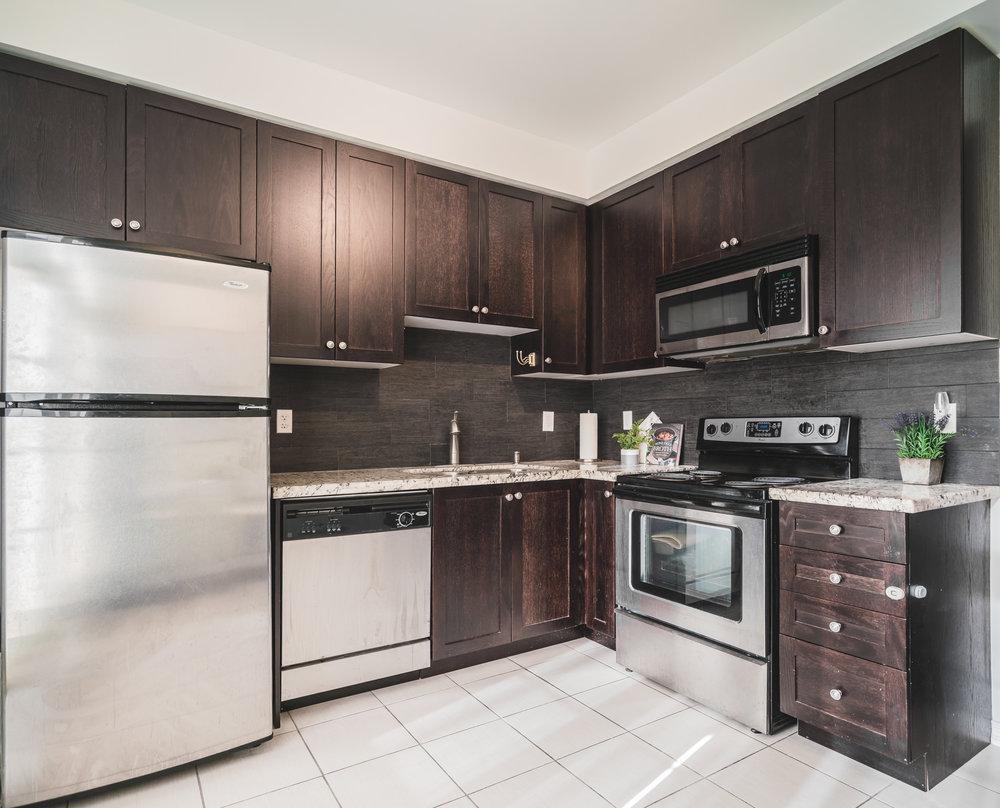 004-kitchen.jpg