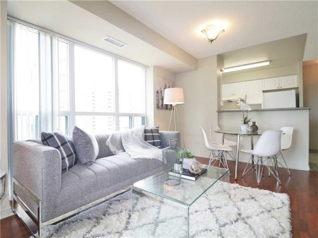 Princess Place II Condo North York vacant condo staging stager | Classy Glam Staging 4