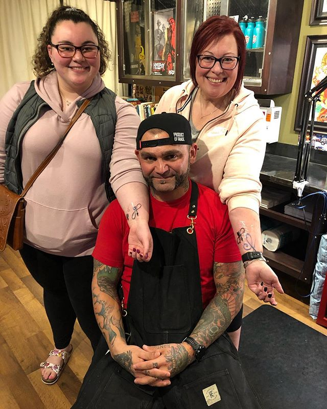Nikki and Talia came all the way from Seattle just to see us! They may have other plans... but we're the most important part. Thanks so much guys! #fortunebros #lineworktattoo #blacklinesmatter #blackandgreytattoo #sanantonio #sanantoniotattooartist #seattle