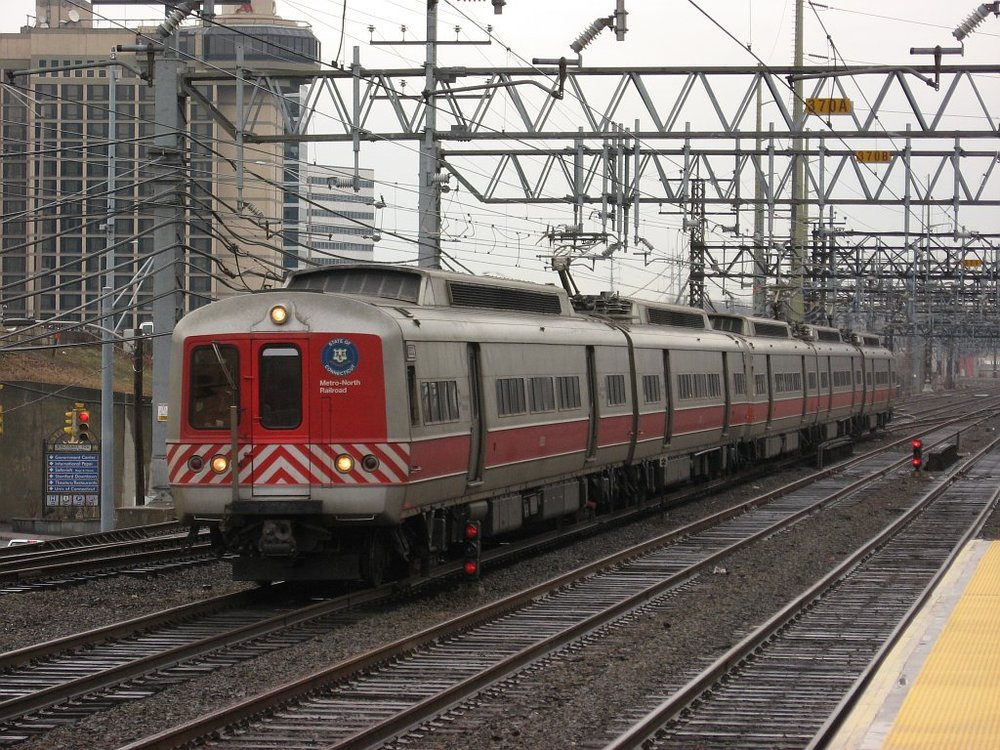 Metro-North_train_1567_enters_Stamford.jpg