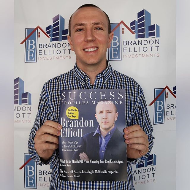 I am so honored to be the FIRST REAL ESTATE INVESTOR to be on the FRONT COVER of Success Profiles Magazine 🤑 Hard copy is finally available and only 100 prints were made so don't wait, you're going to want to get yours today 😏 —— My real estate journey has been a great learning experience— I'm so blessed to be able to share my growth and success with you in this magazine teaching you how I leveraged credit cards to the Max! With consistency, persistence, and massive action, your dreams can be accomplished too because when there's a will, there is a way! —— 💰➡️ Click the link in bio to learn more about the art of negotiations 🙌