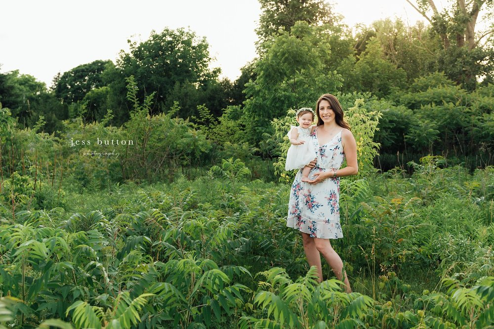 family of four in Niagara park with lifestyle photographer