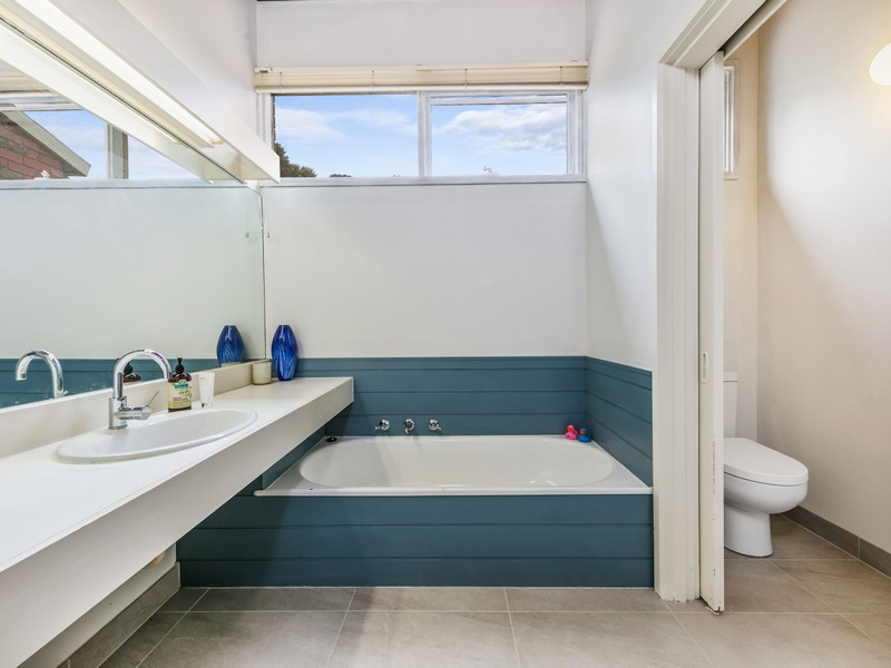 Mornington Bathroom  - (BEFORE)