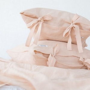 Tie side pillowcase detail.