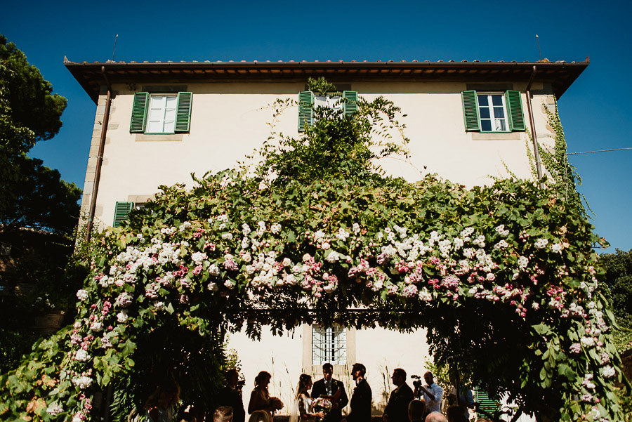 061-get-married-in-cortona-villa-outdoor-ceremony.jpg
