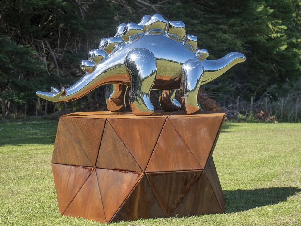 KREGAR_GREGOR_Stegosaurus-1.jpg