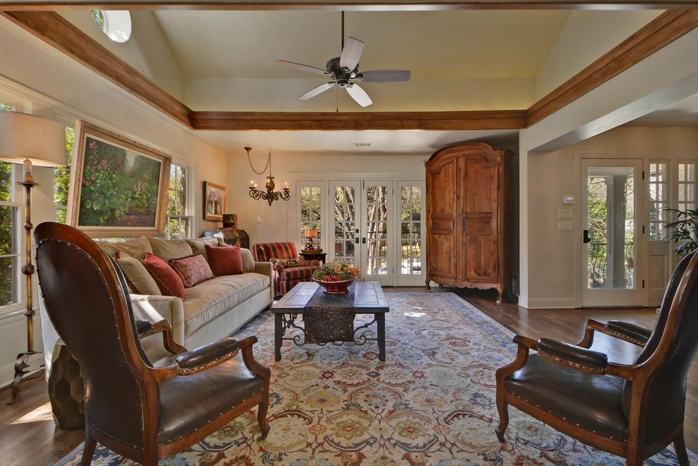 Traditional living room interior design with multicolor area rug