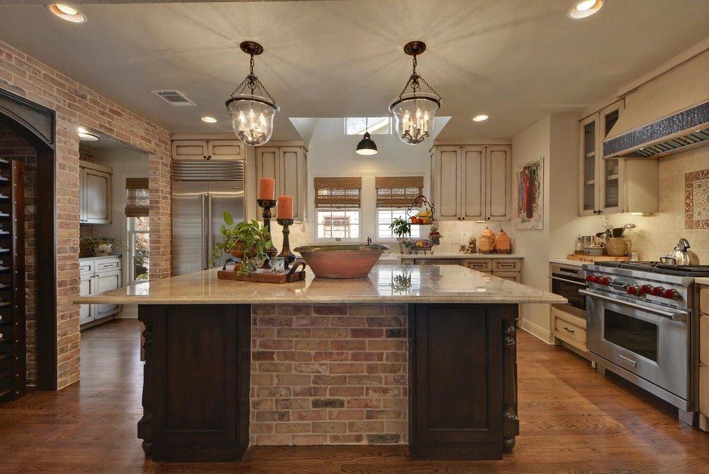 Kitchen design with beautiful kitchen island lighting