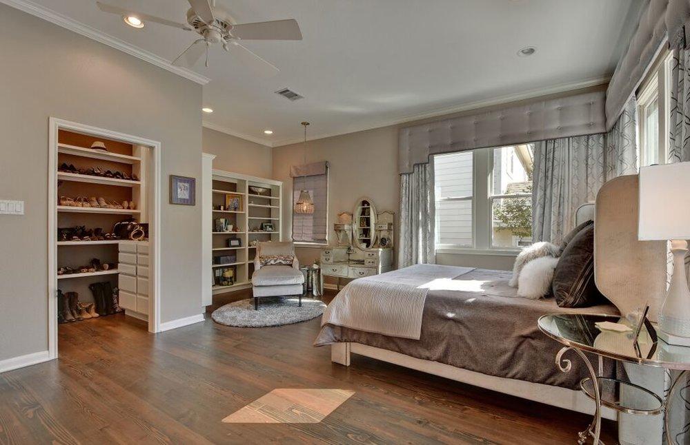 Bedroom closet design