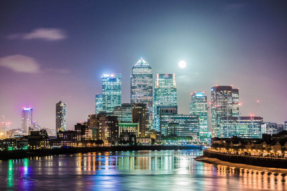 London Canary Wharf uder the Full Moon