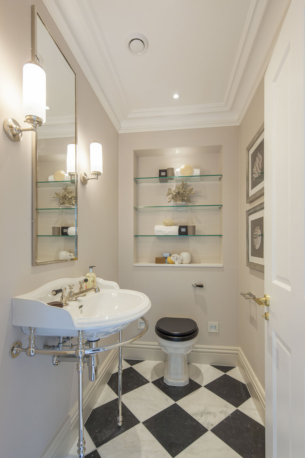 Penthouse 2-4 Inverness Terrace -Cloakroom.jpg