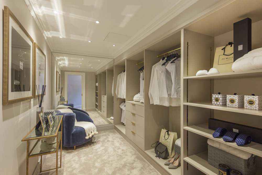 Penthouse 2-4 Inverness Terrace - Dressing room.jpg