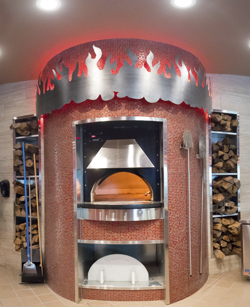 The hottest wood-fired pizza franchise that everyone is talking about - We're franchising our fantastic wood-fired pizza restaurant under a new name, Smokin' Oak Wood-Fired Pizza.  It's everything you love about Pi, just with a new name. Get in touch today at franchise@smokinoakpizza.com or call us, 800-656-0779, Ext. 1.