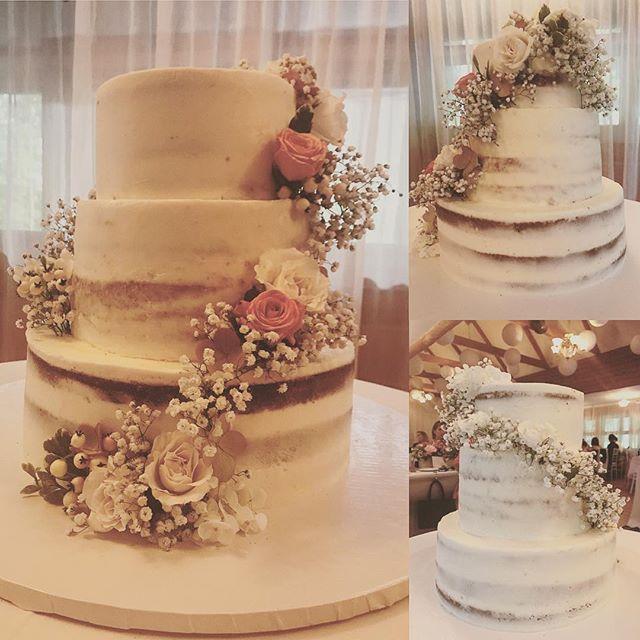 De temps à autre, sur demande spéciale, on fait aussi des gâteaux de mariage 😊 celui-ci pour célébrer l'union magnifique de @arichard1708 et @karimbensmail @aubergedesgallant #nakedcake #fleurs #gâteau #noisettes #feuilletine