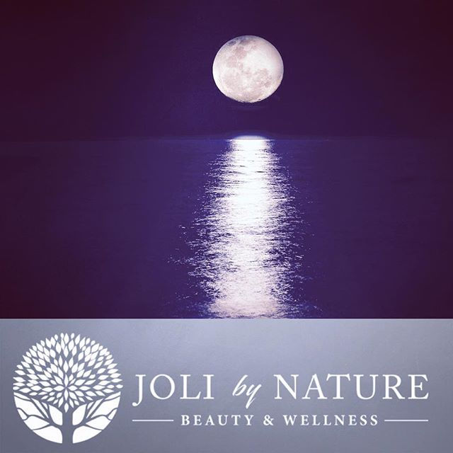 Super Blue Blood Moon! As this rare moon rises, use its energy to set your goals, break bad habits and listen to your intuition. Be Joli... Feel the Magic! #fullmoon #supermoon #bluemoon #eclipse #setgoals #believe #jolibynature #joli #beautiful #natural #nature #eatclean #makeup #skincare #skin #nongmo #organic #vegan #organicskincare #crueltyfree #happy #followtofollow #instabeauty #delraybeach #florida #bocaraton #local #southflorida