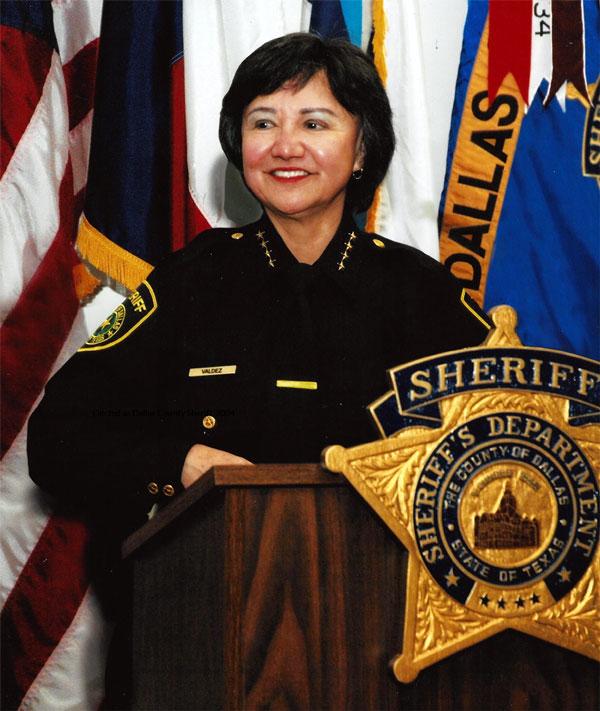Juramentada como sheriff del condado Dallas, 2005