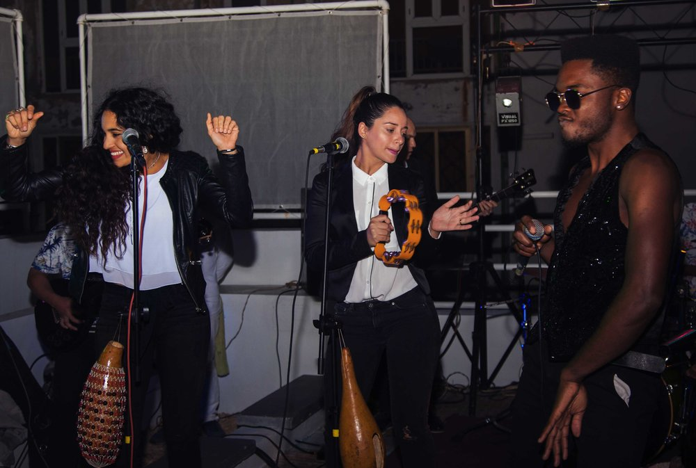 Cimafunk performs with backup singers Maria Carla Puga and Ariana Pimienta.