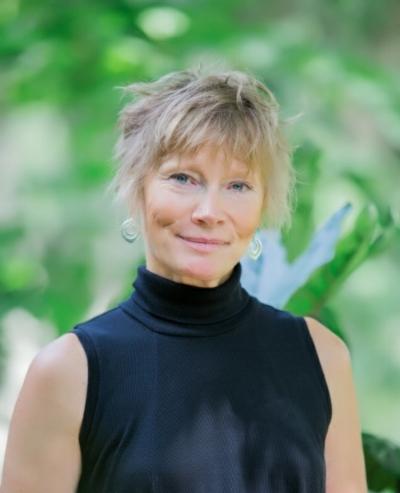 Susan Headshot_Bren_006.jpg